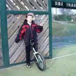 Faire du monocycle
